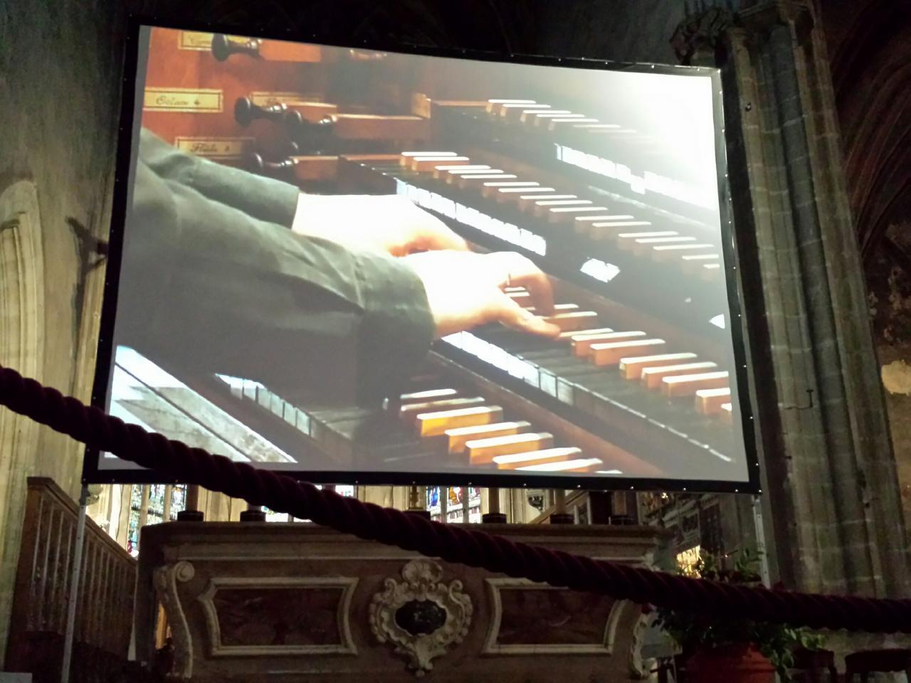 Retransmission vidéo dans le choeur de la Cathédrale